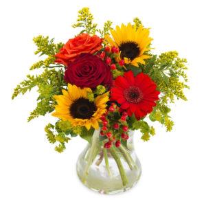 Bukett med bl a röda rosor, röd gerbera och gula solrosor. Beställ blommorna online i Euroflorist webshop, skicka dem med ett blomsterbud!