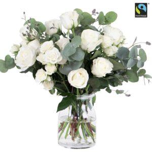 Stor bukett med vita rosor och eucalyptusstjälkar. Skicka dem med ett bud från Bringbloom och överraska en vän!