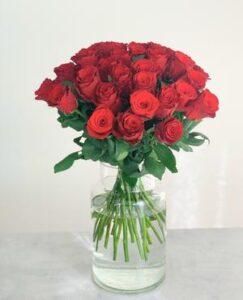 30 röda rosor. Skicka dem med blombud via Made4y.se!